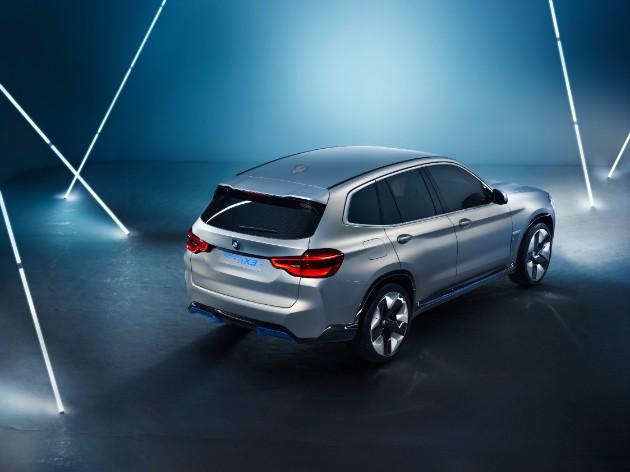 Компания BMW представила полностью электрический кроссовер 2