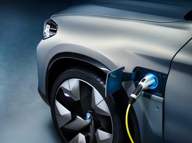 Компания BMW представила полностью электрический кроссовер 3