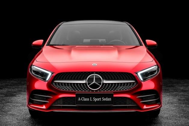 Mercedes-Benz полностью рассекретил удлиненный седан A-Class 1