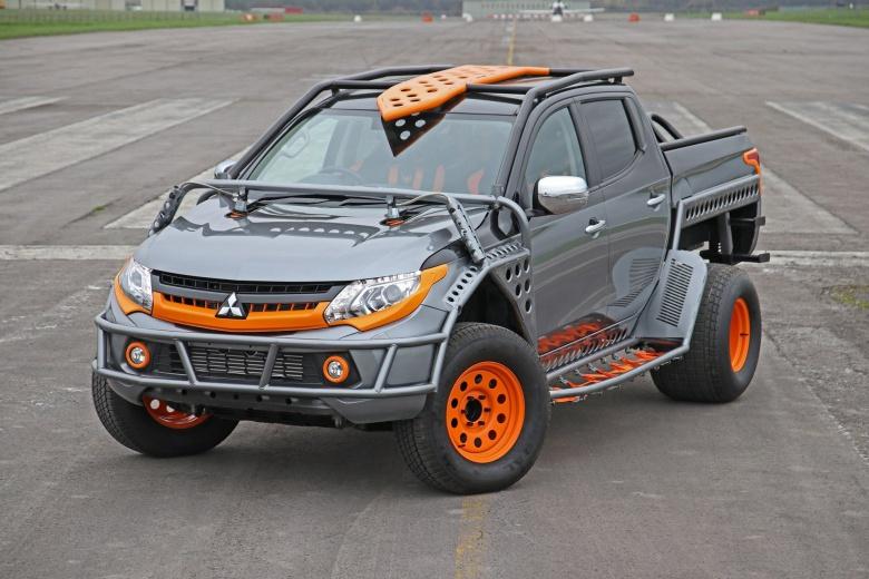 Пикап Mitsubishi L200 стал «акробатом» 1