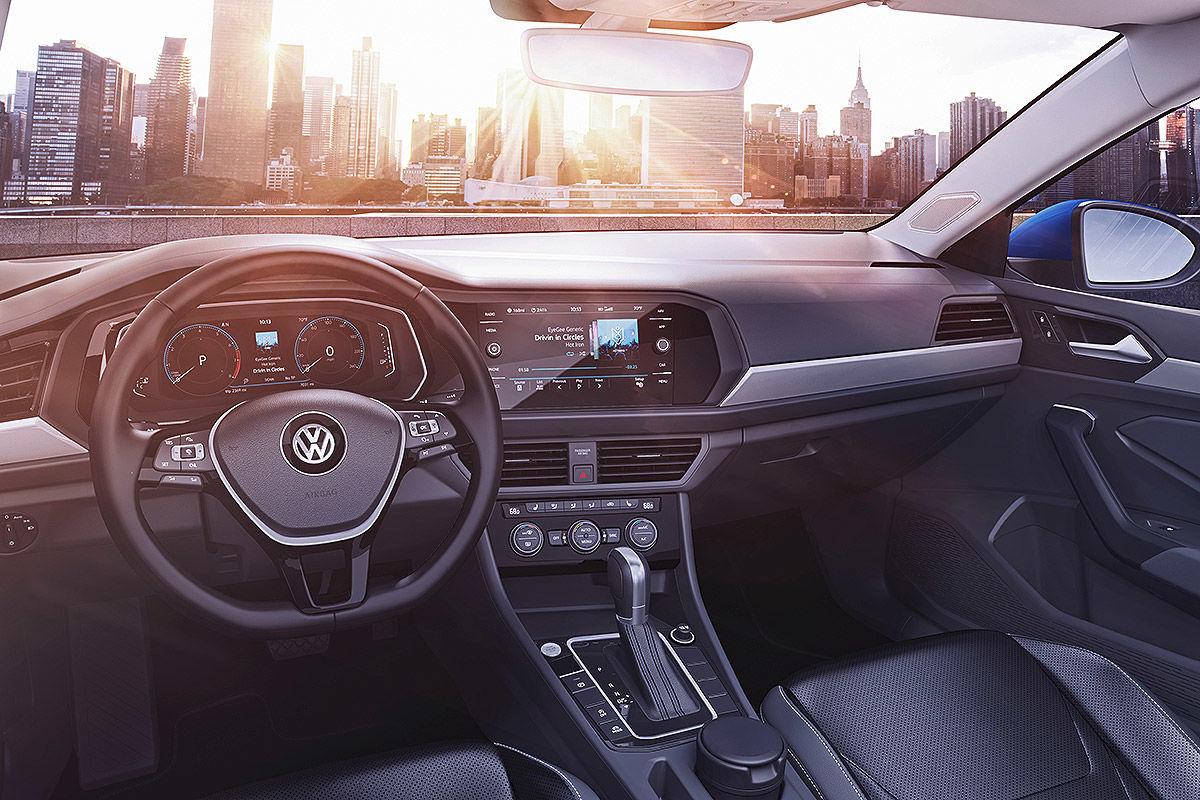 «Уравновешенная и энергичная»: тест-драйв новой Volkswagen Jetta 4