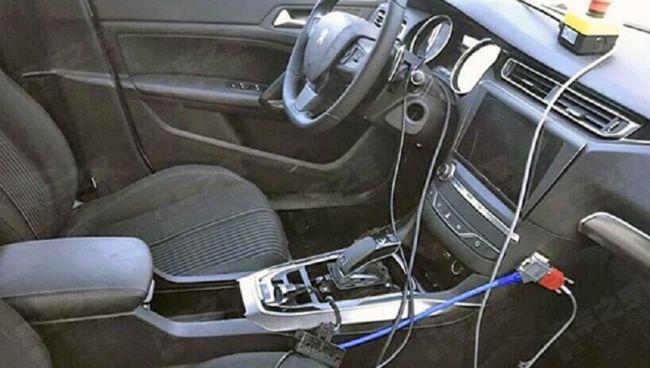Интерьер обновленного Peugeot 408 рассекречен 3