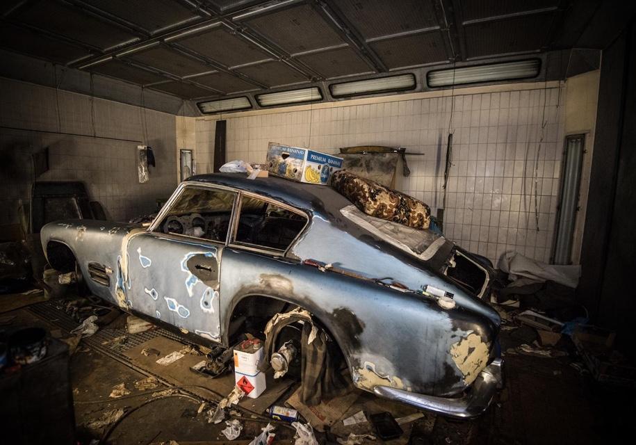 В заброшенном гараже нашли раритетный Jaguar 1