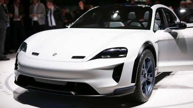 Porsche разрабатывает концепт Cross Turismo E 1
