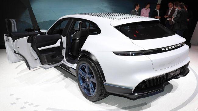 Porsche разрабатывает концепт Cross Turismo E 2