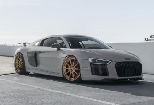 Audi R8 Plus получил новый стиль 1