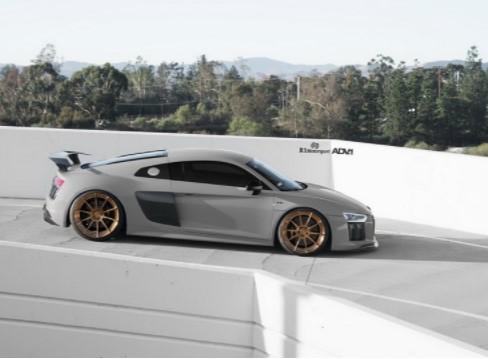 Audi R8 Plus получил новый стиль 2