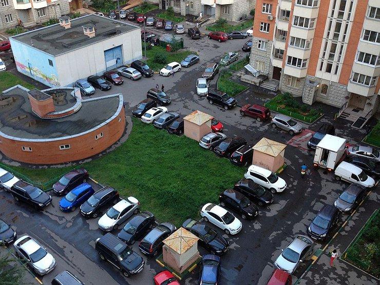 Украинцам могут запретить парковаться во дворах 1