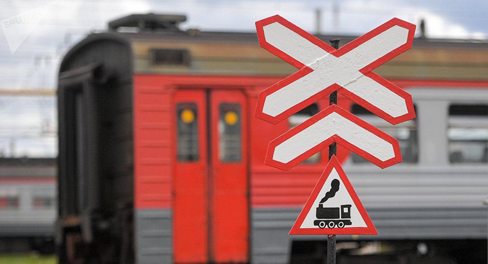 В Крыму поезд снес микроавтобус: пятеро погибших 1