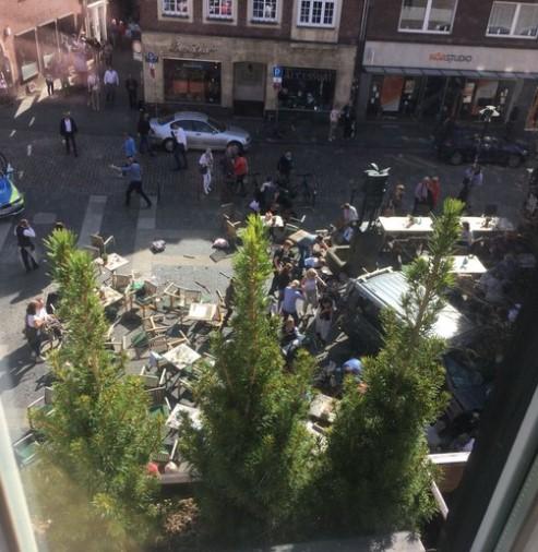 В Германии автомобиль въехал в толпу людей 2