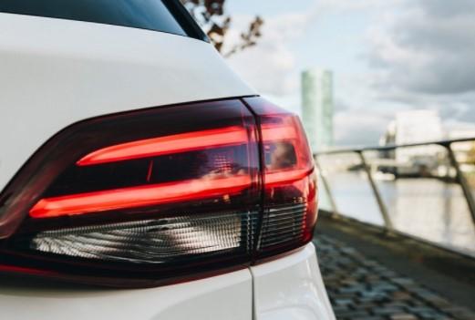 Opel начал рассекречивать новую Astra 2