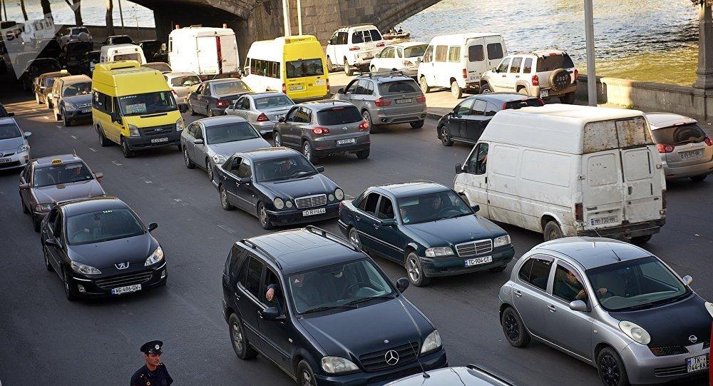 Грузинские чиновники остались без черных автомобилей 1