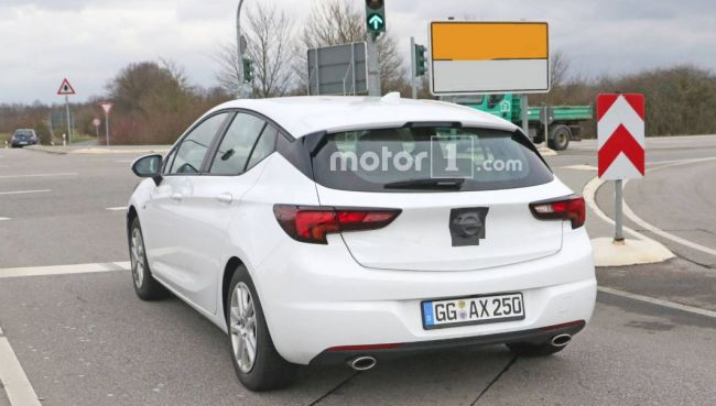Opel слегка обновит «Астру» 2
