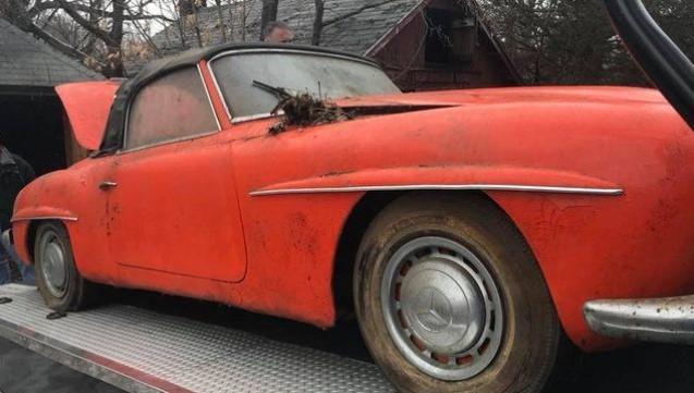В заброшенном сарае нашли раритетный Mercedes-Benz 1974 года 2