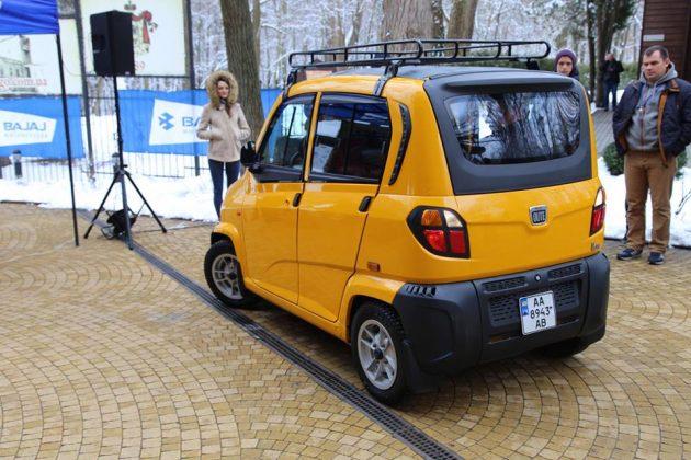 Самый дешевый в мире автомобиль поступил в продажу в Украине 1