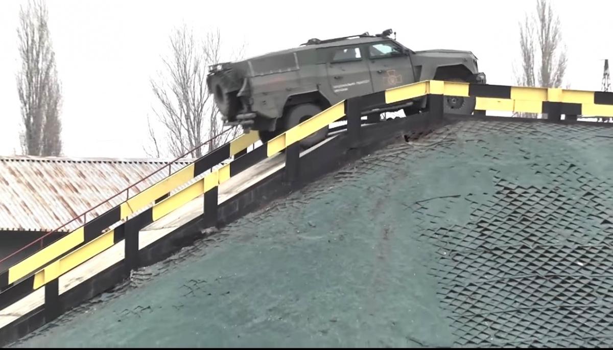 В Украине испытали новейший бронеавтомобиль 2