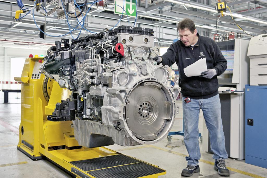 На заводе Mercedes-Benz выпустили юбилейный двигатель 1
