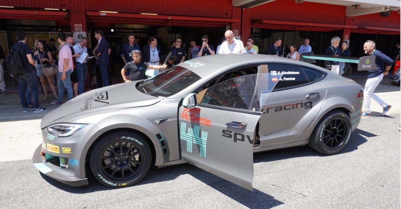 Tesla выпустила свою первую гоночную машину 1