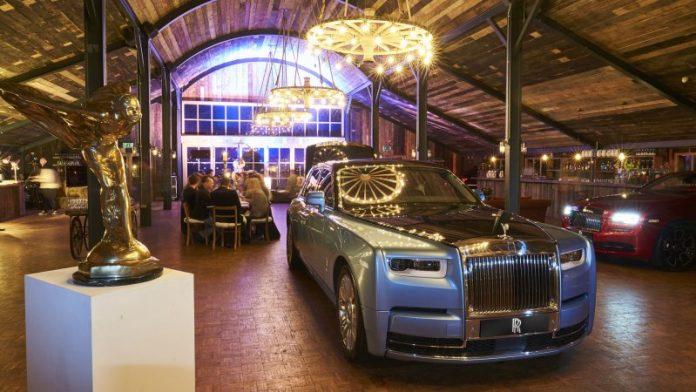 Rolls-Royce предложил автомобилистам выпить крепкий алкоголь 1