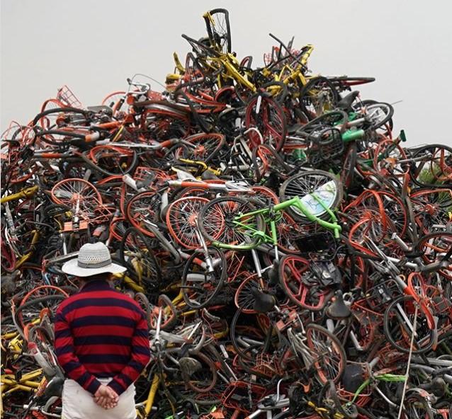 Как выглядит «кладбище» велосипедов в Китае 2