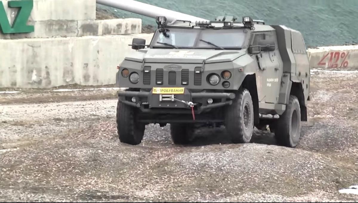 В Украине испытали новейший бронеавтомобиль 1