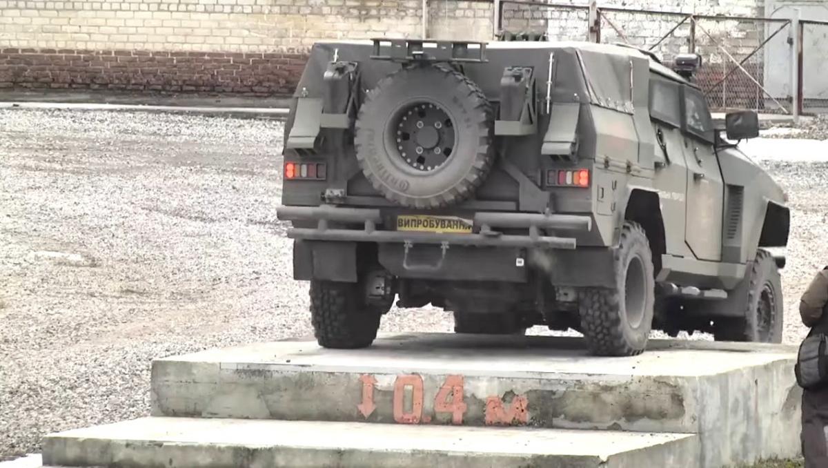В Украине испытали новейший бронеавтомобиль 4