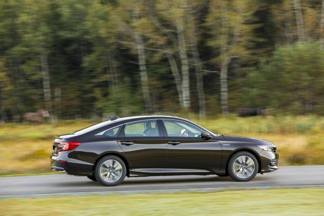 Гибридная Honda Accord выходит на автомобильный рынок 2