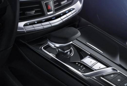 Geely продемонстрировала интерьер гибридного Emgrand GT 1