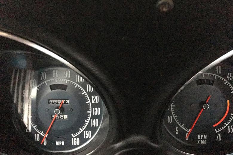 Шикарный Corvette 45 лет простоял в гараже из-за отсутствия денег на страховку 2