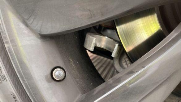 У Tesla развалилась подвеска при движении по автобану на скорости 200 км/ч. (фото) 1