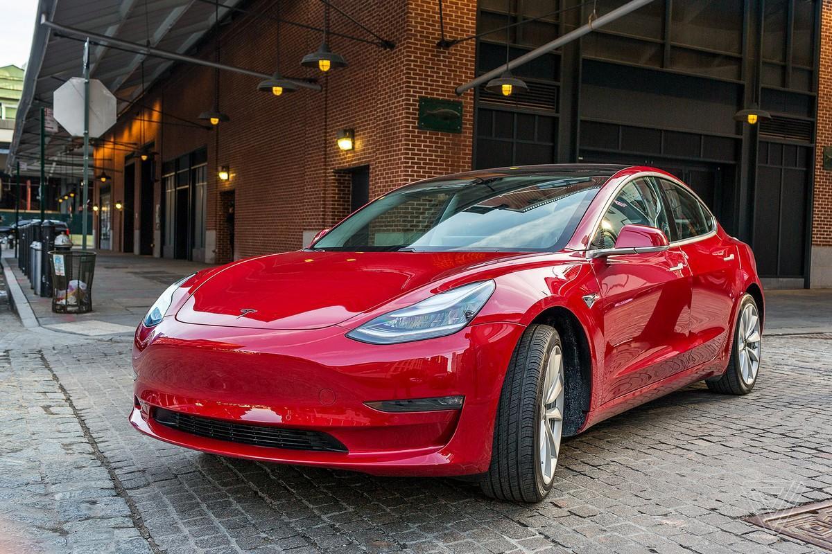 Tesla снимает с производства бюджетный вариант Model 3  1
