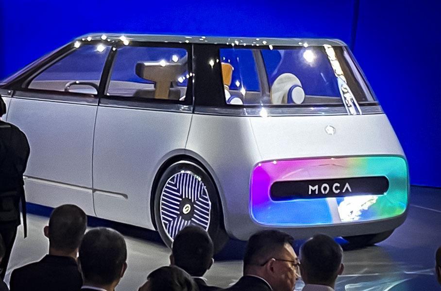 Автомобиль будущего получил телевизор вместо «лица» 3