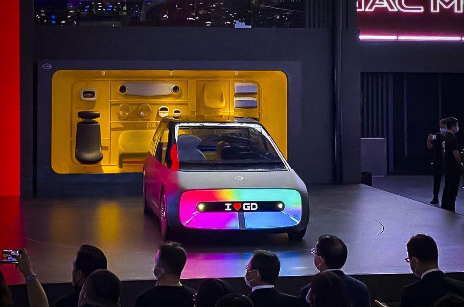 Автомобиль будущего получил телевизор вместо «лица» 1