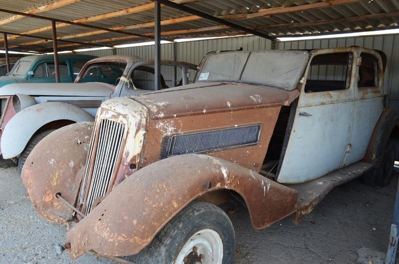 Украинец собрал уникальную коллекцию ретроавтомобилей 2