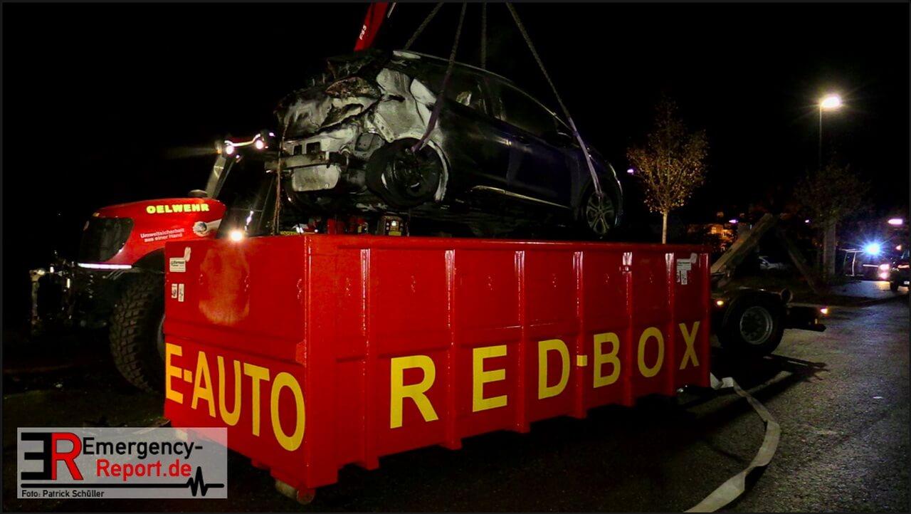 Пожарные в Германии 5 часов тушили загоревшийся электрокар 2