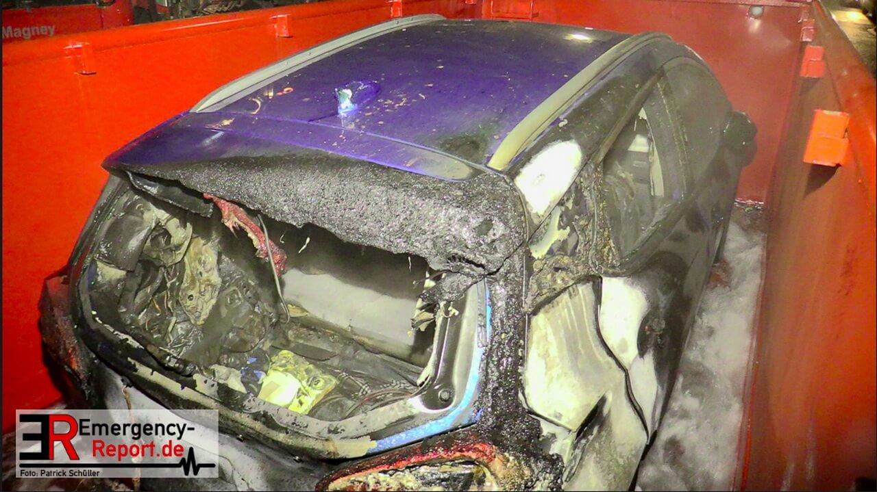 Пожарные в Германии 5 часов тушили загоревшийся электрокар 3