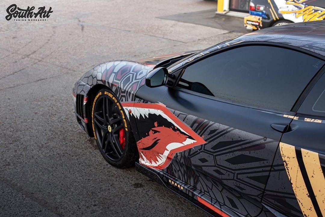 Украинцы превратили суперкар Ferrari в арт-объект 1