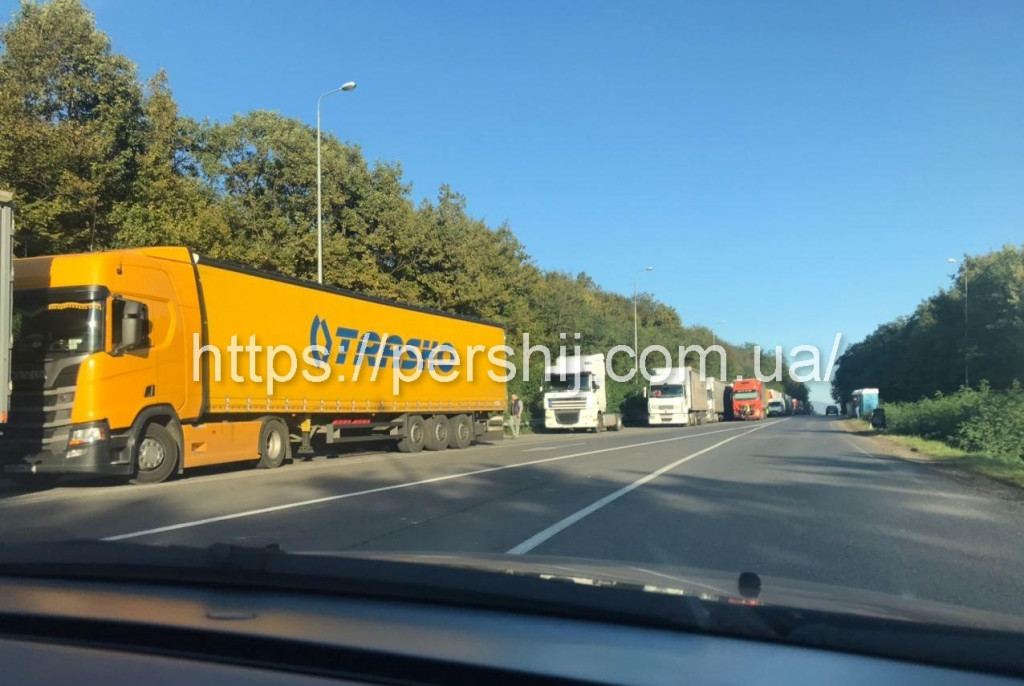 Пять суток ожидания: на пункте пропуска «Ужгорож-Вишне Немецке» пробка в несколько километров 3