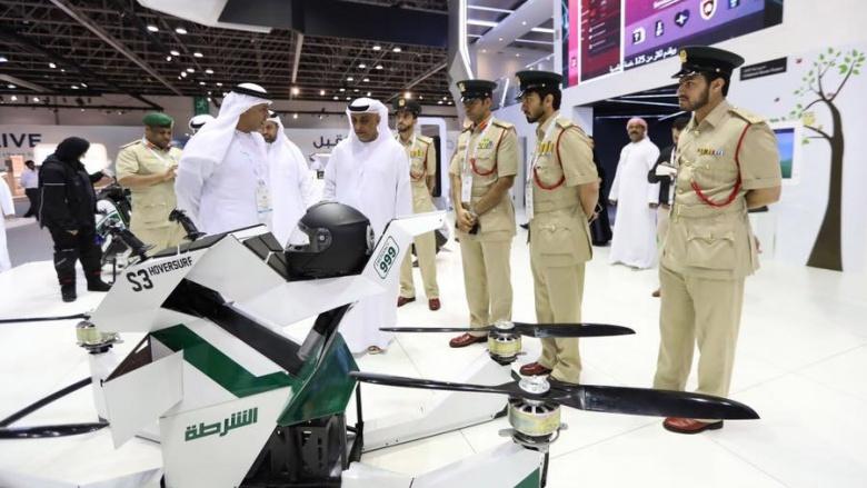 Полиция Дубая пересела на летающие мотоциклы 1