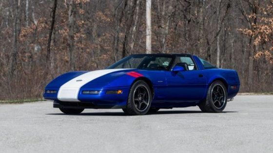 В продаже появился редкий Chevrolet Corvette 1996 года 1
