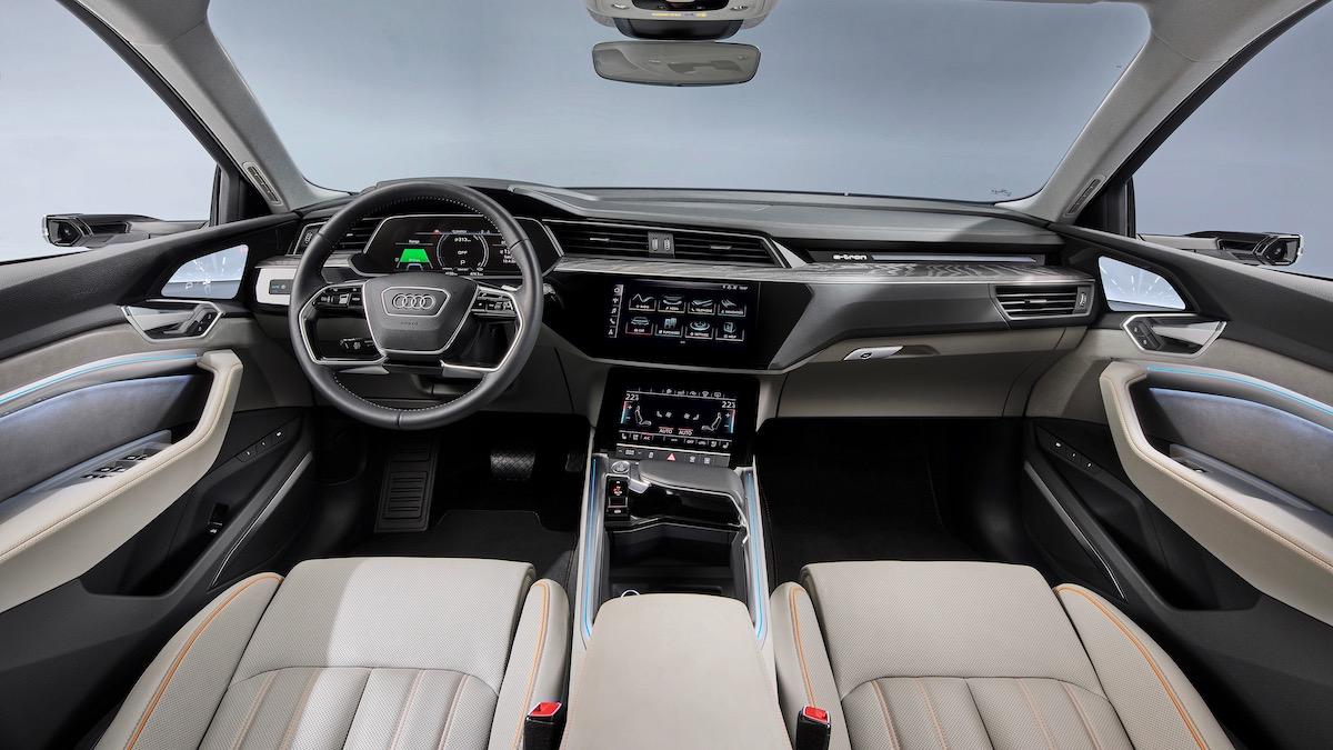 Электрокроссовер Audi стал слабее и дешевле 2