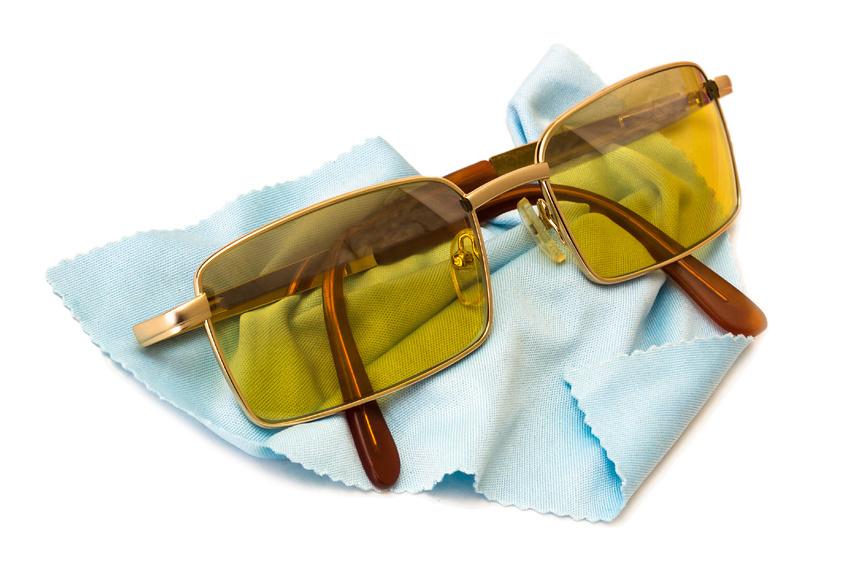 Ученые развеяли миф о желтых очках для водителей 1