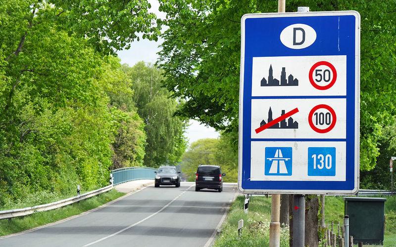 Как вы там ездите: 65% британцев не понимают европейские знаки 1