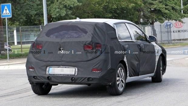 На тестах замечен гибридный Hyundai Elantra GT PHEV 2