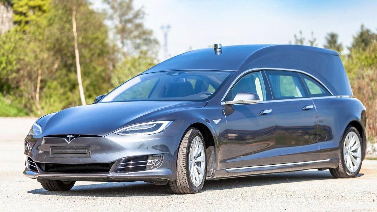 На продажу выставили катафалк Tesla 1