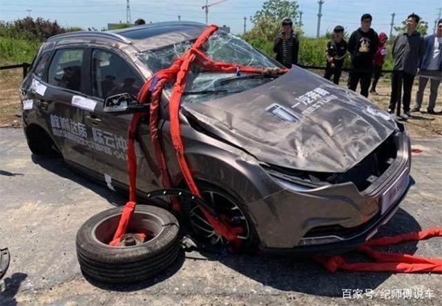 Китайцы придумали оригинальный способ краш-теста автомобилей 1