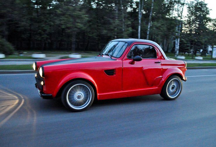 Старый Москвич превратили в яркое купе с двигателем BMW 2