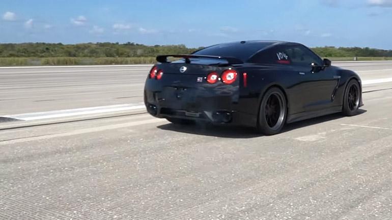 1100-сильный Nissan разогнался до 346 км/ч 1