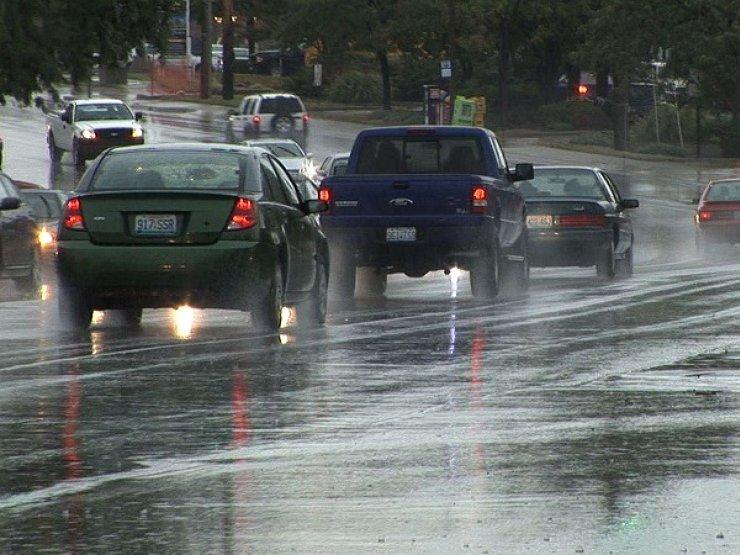 Пять главных ошибок водителя при езде в дождь 2