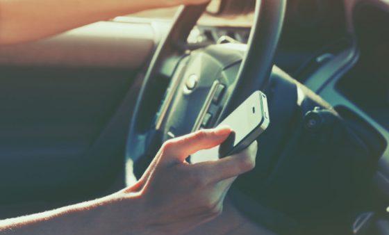 Водителям частично разрешат пользоваться мобильным телефоном за рулем 1